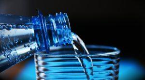 Bei Hitze sind große Mengen Mineralwasser wichtig